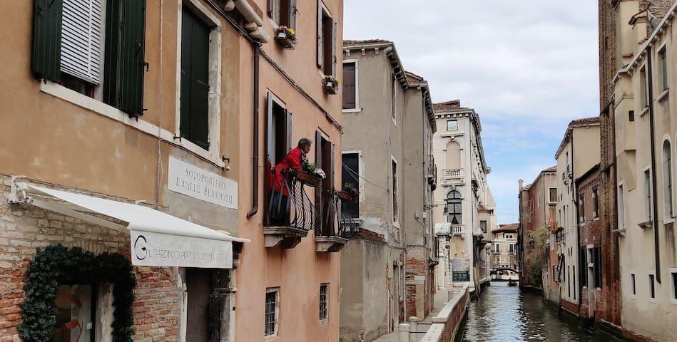 Cà Rezzonico Apartments Balcony - 1° piano