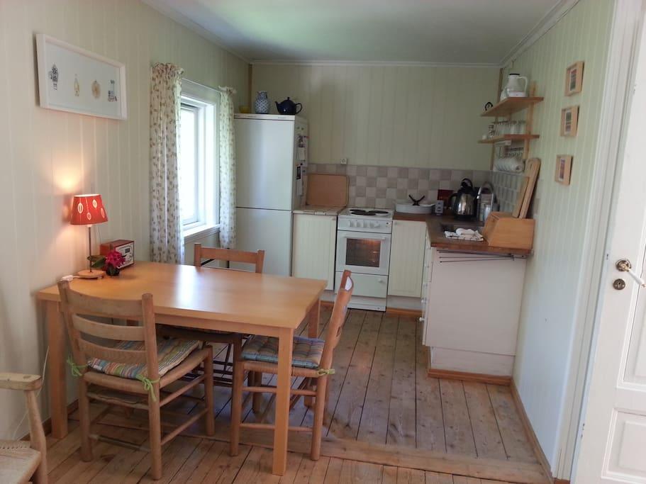 Kjøkken og spisebord