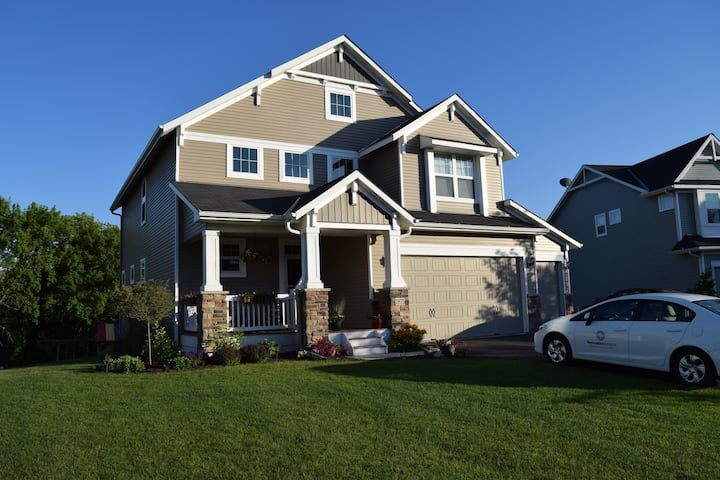 Beautiful 4 Bedroom- Private & family friendly!