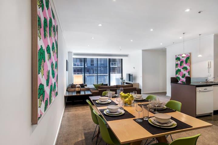 Alexa- Huge Apartment, Netflix, Wifi, HomeDelivery