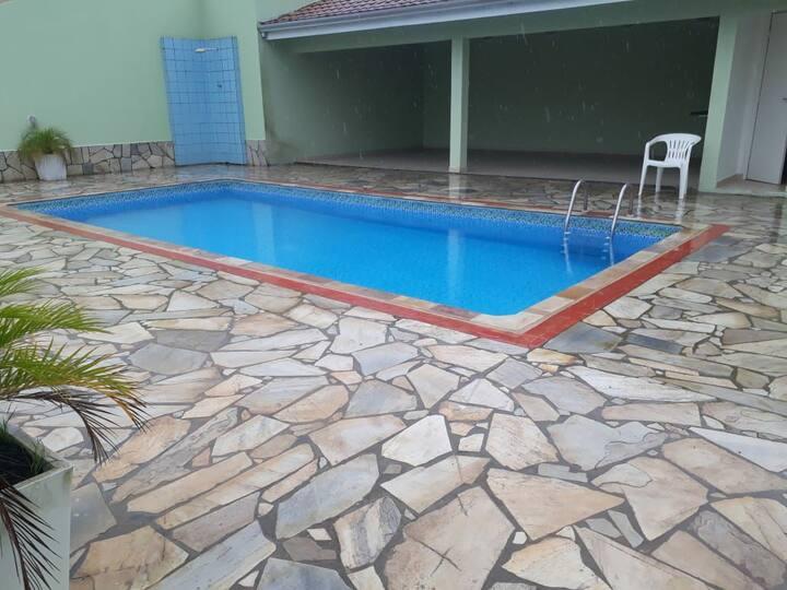 Casa nova no melhor de Caiobá com piscina e wifi