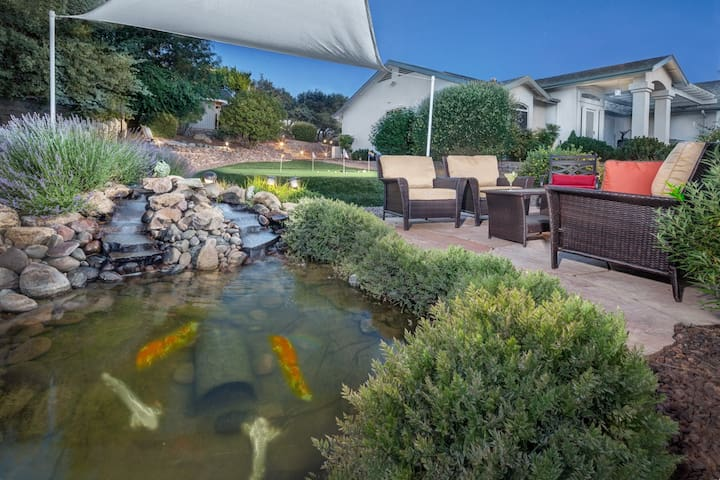 Kona- Home has Sauna, spa, putting green, & koi pond!