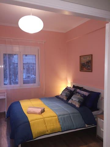 Cindy's Apartment in Paleo Faliro next to the sea.