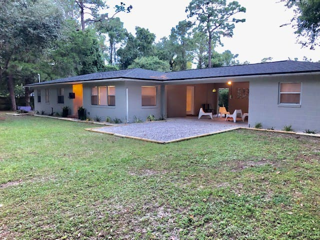Sugarfoot Home, 2 miles from UF!