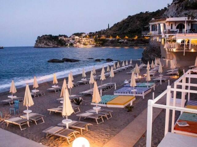 FANTASTICA Casa Sulla Spiaggia - Taormina - Leilighet