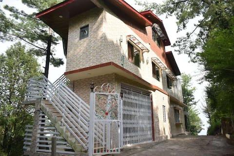 Janjua Lodges & Apartment