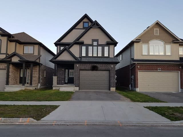 PVT Modern Home in kitchener Ont  Canada