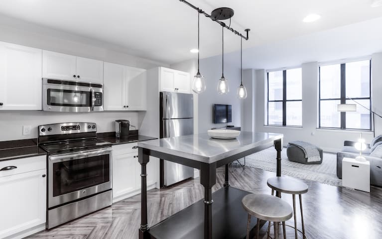 Capitol Park Luxury Apartment Downtown by Mint House