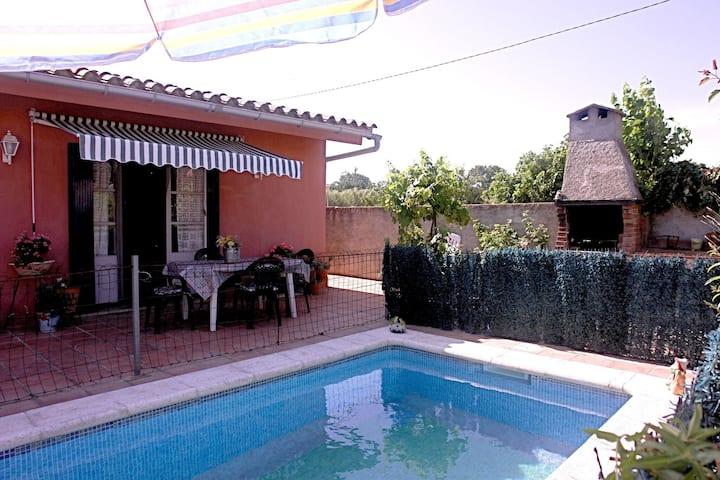Maison de vacances de plain-pied avec piscine privée dans l'arrière-pays de la Costa Brava