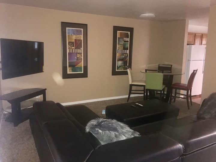 2 Story Apartment Near Downtown Greensboro