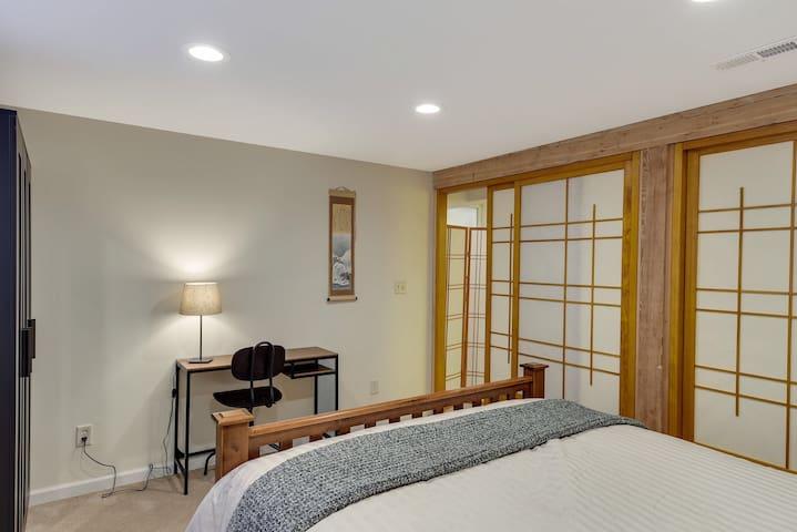 Zen + Cabin=Peaceful Retreat  in Golden Valley