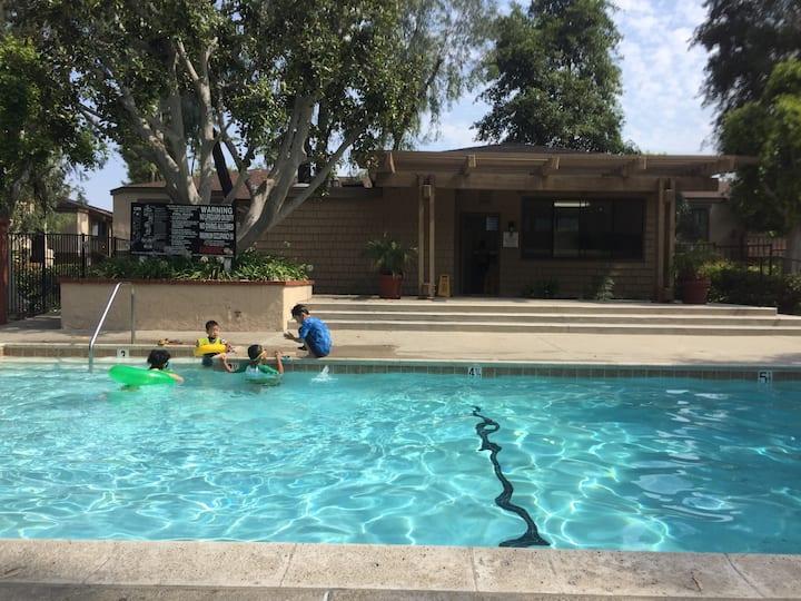 Central Location Face to Pool 2B/2B  中心地段泳池风景房