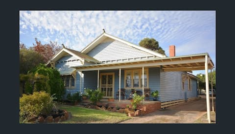 Easy access to Grampians, Wineries & Stawell Gift