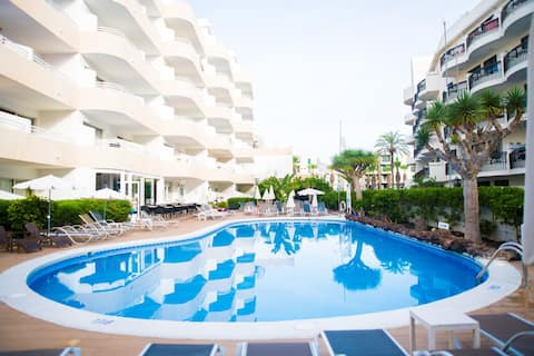 Adults-Only, Sunny Quiet Apartment in Las Americas