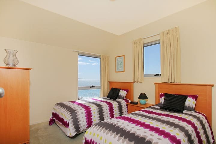 Dolphins Den - panoramic views - Culburra Beach - Villa