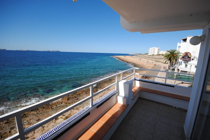 Cafe del Mar, Ibiza. 2 bedroom Apt, Sunset Views