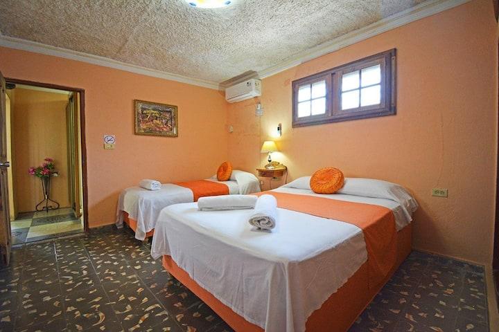 hostal family room # 2 (Family Room)