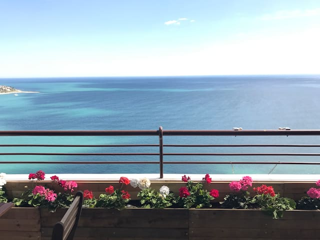 2 bd apartment with sea view!