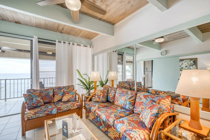 Lovely oceanfront condo w/ ocean view and shared hot tub & pool!