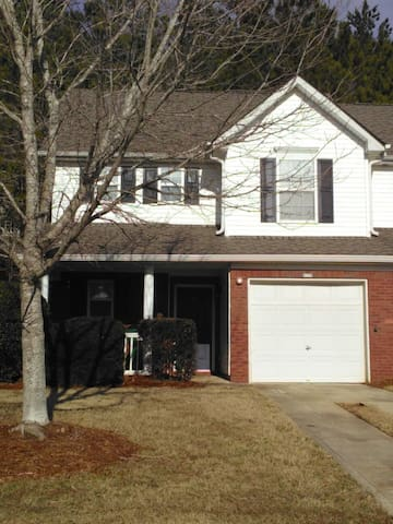 Room A in Canton/Holly Springs townhouse