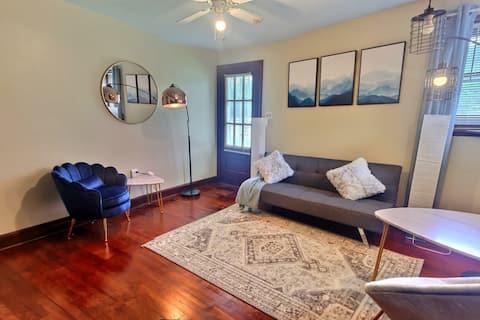 Adorable, mid-century home. Single level, pets ok.