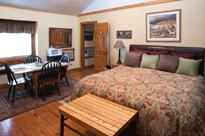 The Rustic Suite at Arbor House Country Inn