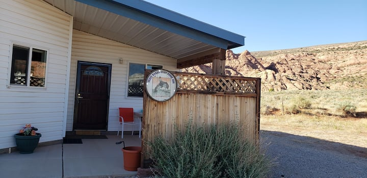Secluded  Crazy Woman Cottage - Stars+Petroglyphs