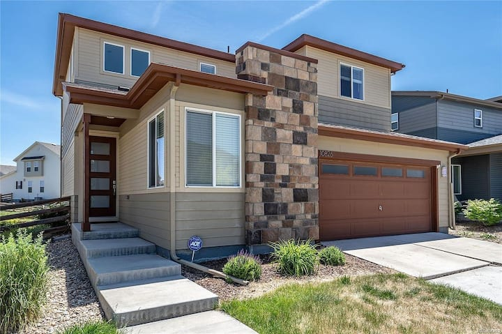 Close to airport 3 bedroom home good for a family!