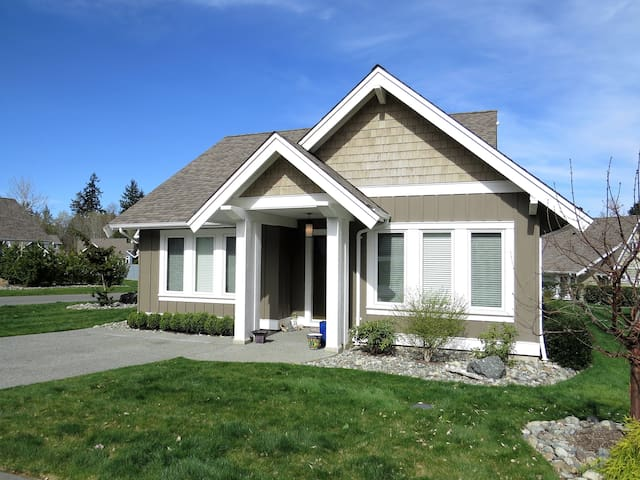 "Family-friendly ""Ocean Dream"" Home - Qualicum Beach - House"