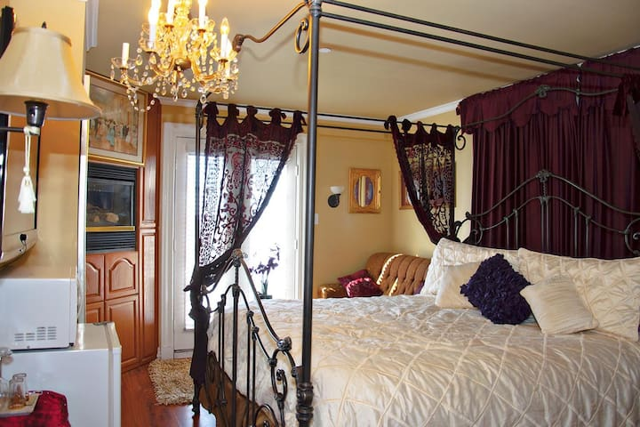 Ocean City Mansion - Richards Room