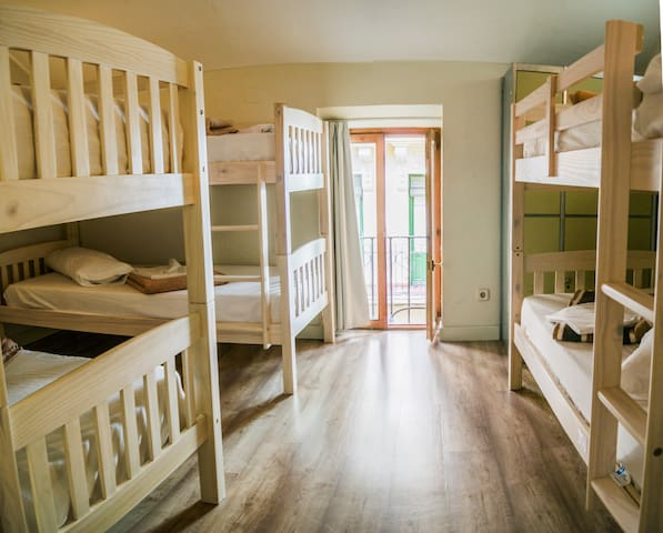 Mad4You Hostel: 6-bed mixed dorm, common bathroom