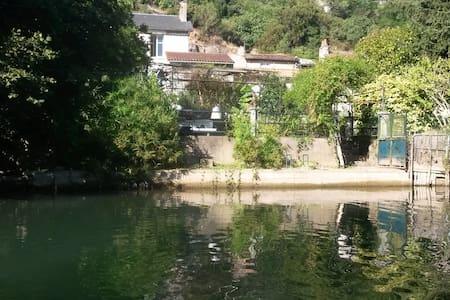 Maison au bord de l'eau proche centre ville - Poitiers - Ház