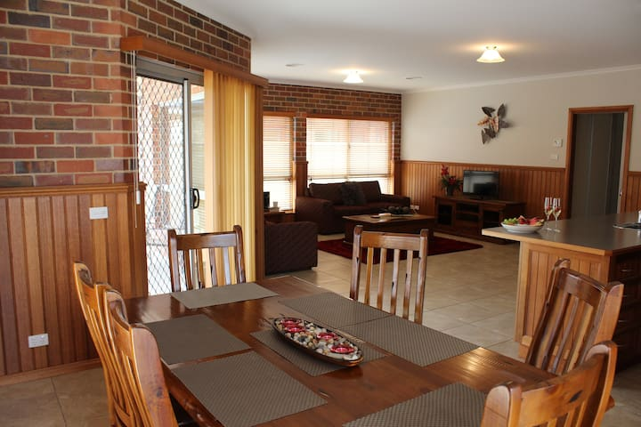 Jana Manor 2 Townhouse Swan Hill