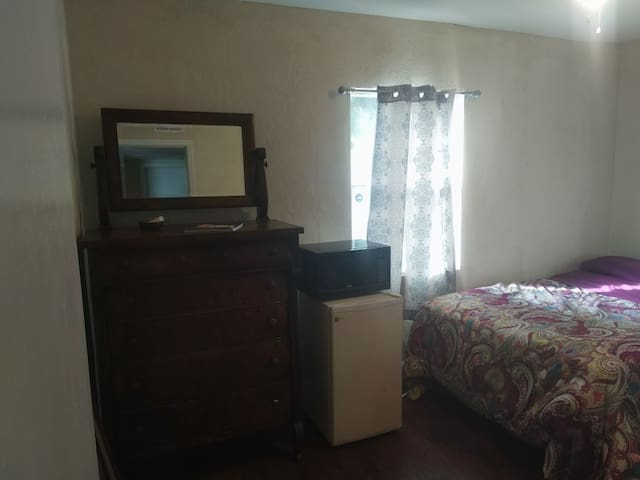 Room Close  to Southside Blvd  & Beach Blvd