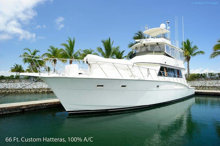 66ft Yacht @ marina Vallarta, totally stylin'.