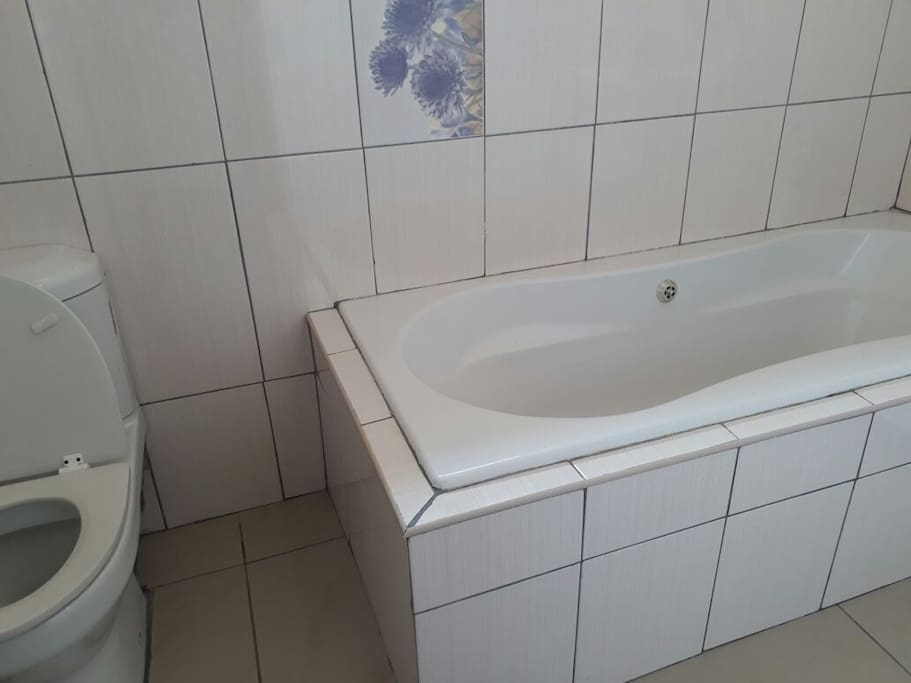 Room 10 BAthroom