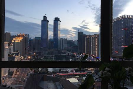 【陈先生的小屋】【五年老房东】市中心观景北欧风格智能独立公寓100寸投影和电脑