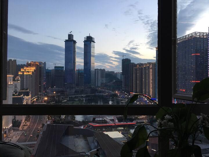 【陈先生的小屋】【六年老房东】市中心观景北欧风格智能独立公寓100寸投影和电脑