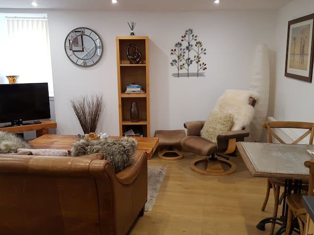 Traditional one bed townhouse in centre of Crieff