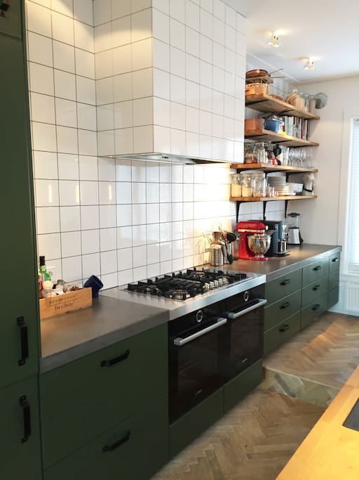 Comes with a coffee machine and everything you need for cooking a great diner