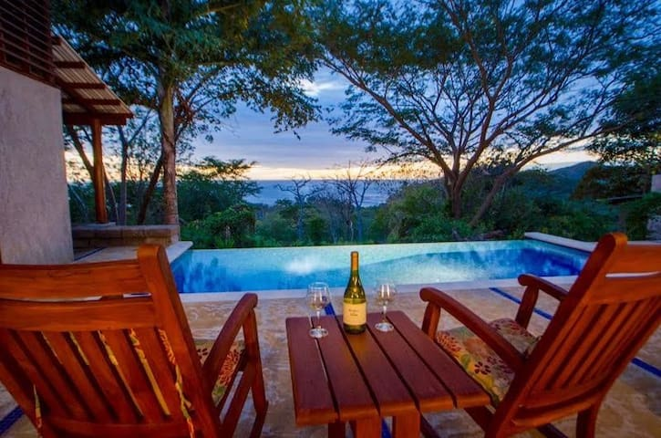 Casa de Mono - Modern, private, lovely sunsets