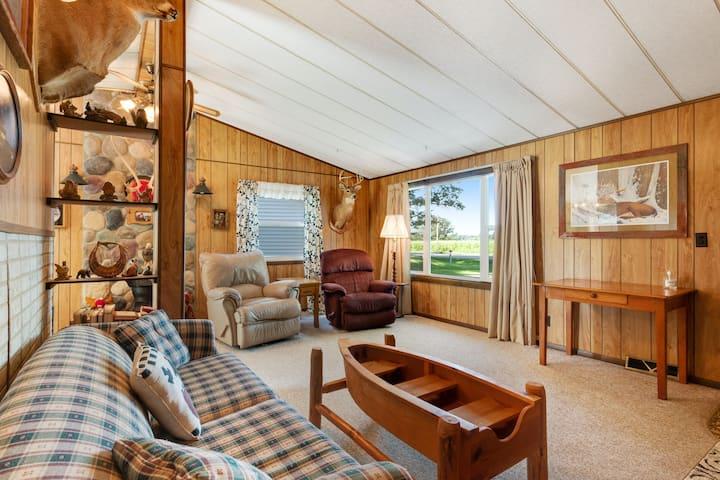 Rural, dog-friendly retreat w/convenient deck w/dining area, firepit, large yard
