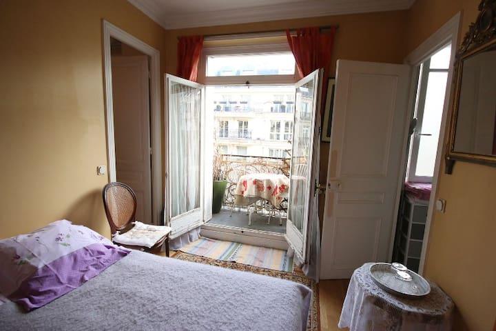 CHAMBRE D'HOTE CENTRE  POMPIDOU - París - Bed & Breakfast