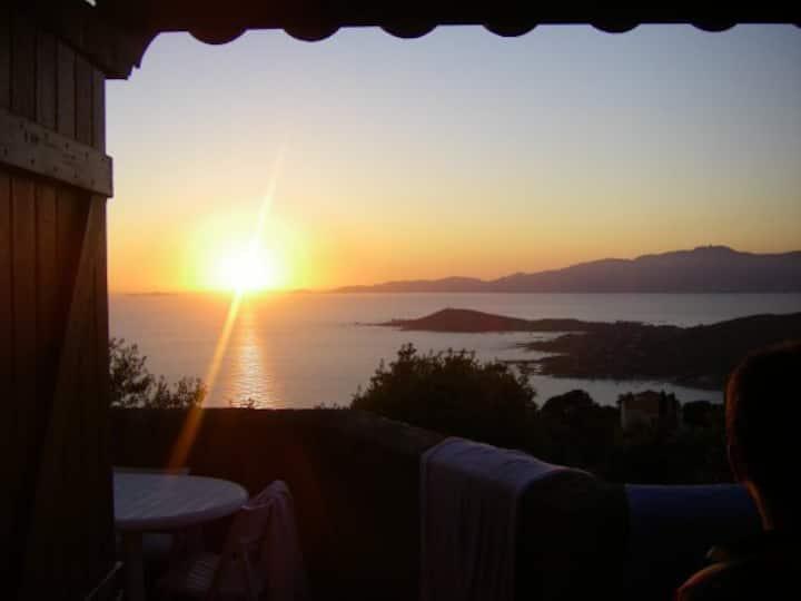Calme , villa avec vue exceptionnelle sur le golfe