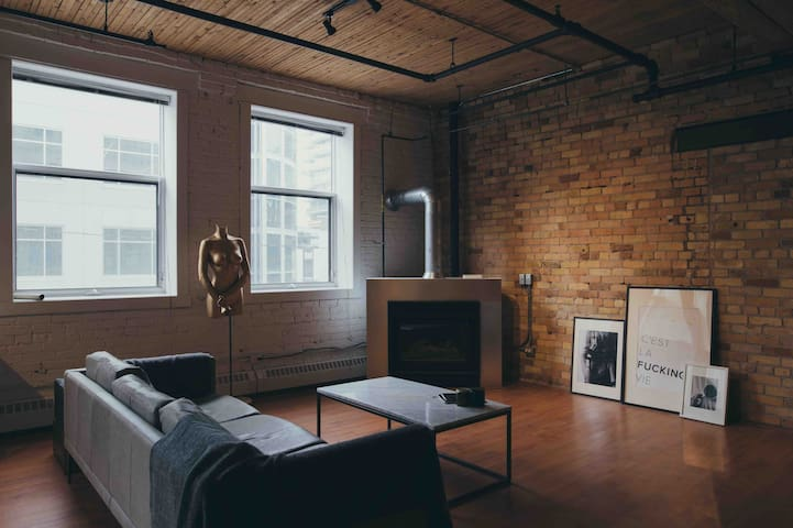 Spacious Loft in DT Core - An Extraordinary Stay
