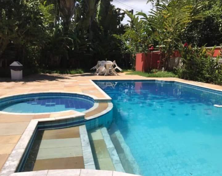 Duplex em cond. fechado com piscina, 400m do mar