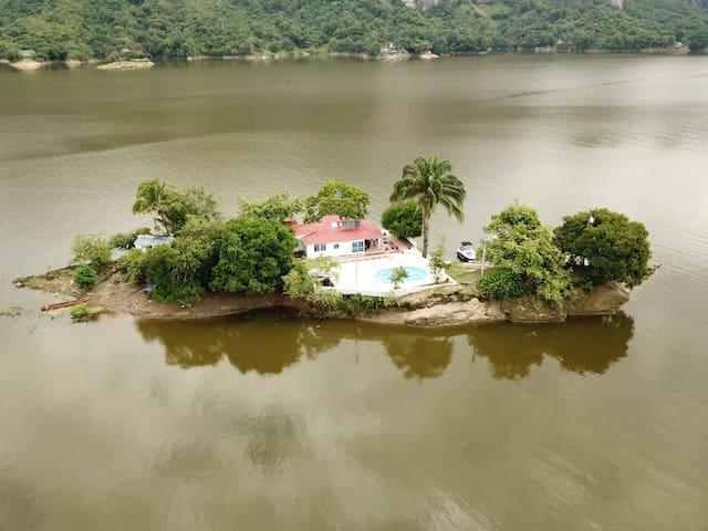 Casa Completa Isla Creta, Prado, Tolima