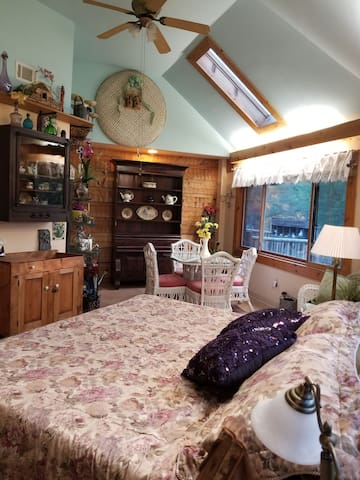 The King Garden Suite in Whispering Pines