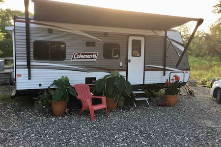 RV Nest country life 30 minutes from Austin
