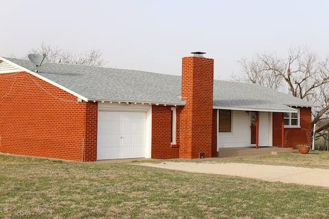 """""""Alexander Acres"""" A Convenient, Cozy 3/2 Farmhouse"""
